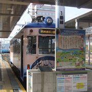 高知駅南口を出てすぐの場所にあります。