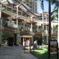 ワイキキビーチウォークにあるアクセス最高のホテル