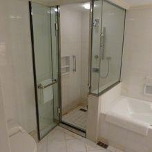 シャワーと浴槽が別です