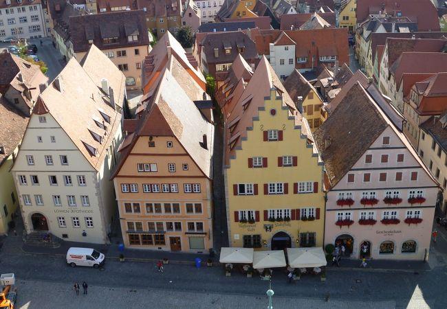 市庁舎の塔から観た広場と建物