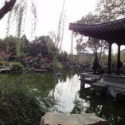 のんびりとした小さな庭園