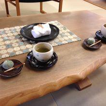 到着時にいただいた、お茶とオリジナルのデザート☆