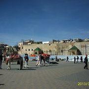 マンスール門のすぐ前の広場