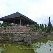 水に浮かぶ宮殿