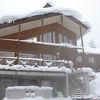 雪の中に沈み込むような露天風呂!