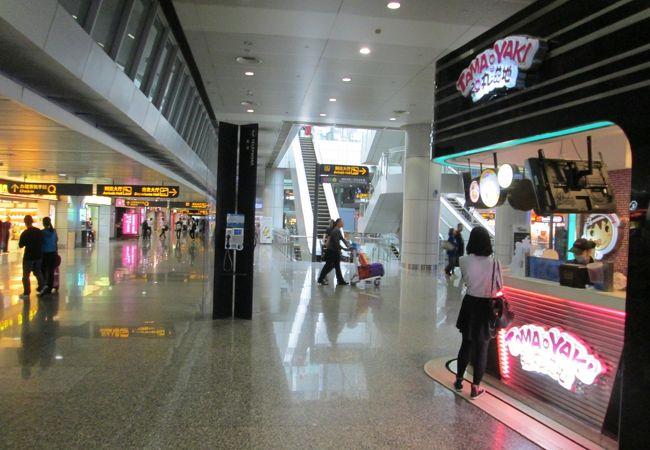 広州白雲国際空港、出発階下の飲食街