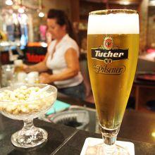 サーバーから注いでもらった地ビール最高。