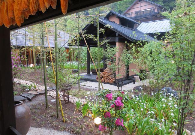 中庭の囲炉裏場