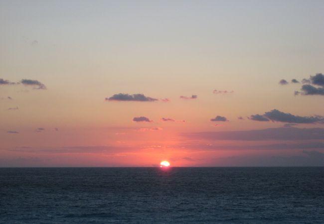カリブ海に昇る朝陽