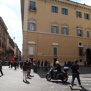 ポポロ広場とスペイン広場を結ぶ通り