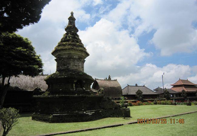 敷地内には仏塔もありました。