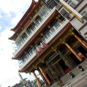 3階には大きな仏像が並ぶ