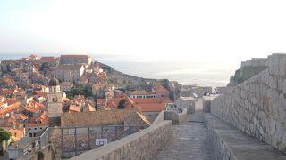 旧市街を見渡しながらの散歩