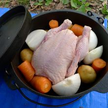 ダッチオーブンの鳥丸焼きセット、調理前