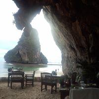 洞窟レストラン グロットは他のリゾートにラヤバディの代名詞