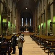 落ち着いた雰囲気の大聖堂