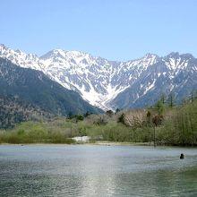 大正池は上高地の絶景ポイントの一つ