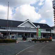 赤穂城跡や大石神社、そして海浜公園等に行く際には便利な駅です。