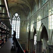 世界で最も美しいと言われる、教会を利用した書店
