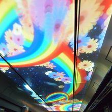 トンネルに入ると、こんな素敵な映像が流れます!