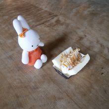 バニラ味のロールケーキサンドです。
