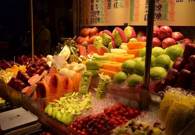 士林の夜市で売られているフルーツ