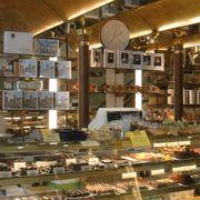 チョコレートが人気のお店、カフェもあります
