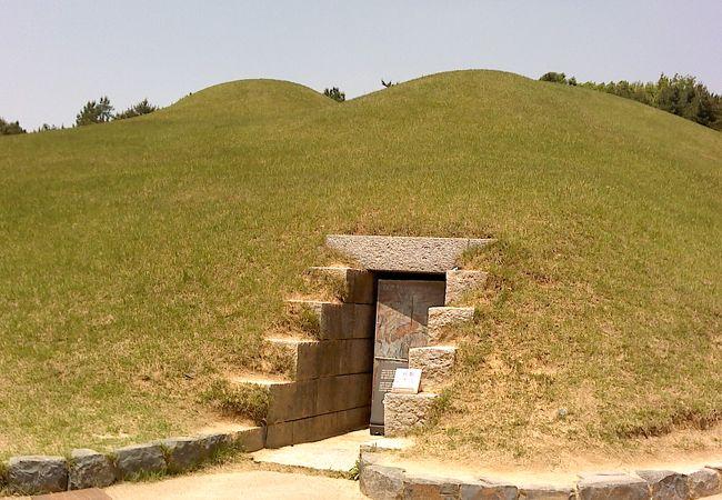 王の墓を再現