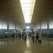 昆明長水国際空港 (KMG)