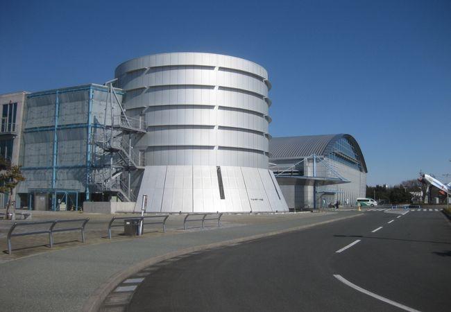 独特の形状をした建物です
