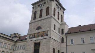 パンノンハルマ修道院と周辺の風景