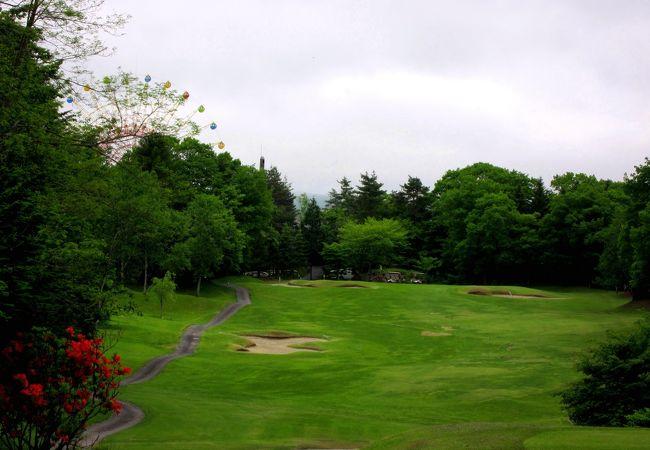 気楽に楽しめる標高1120mの高原リゾートゴルフコース
