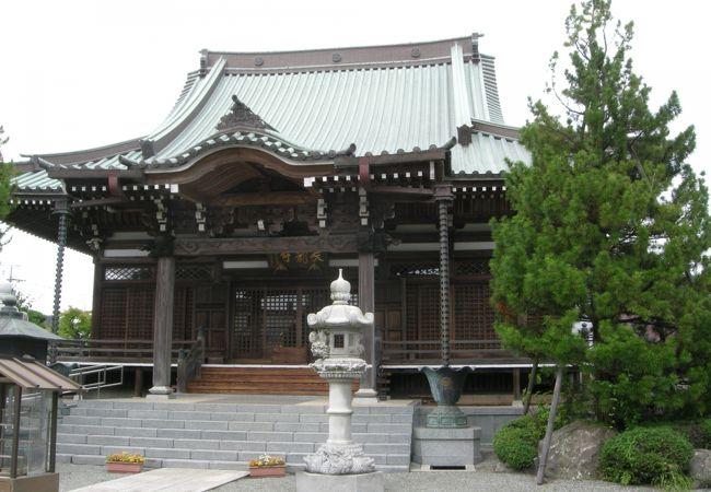 江戸時代の墓石群があります