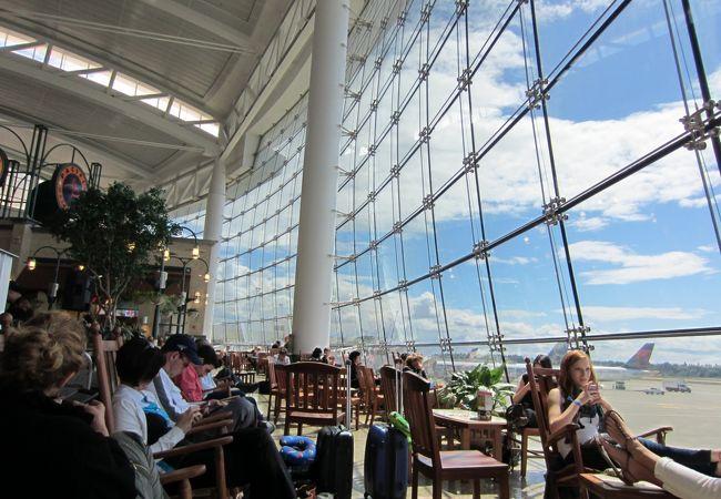 シアトル タコマ国際空港 (SEA)