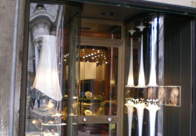 すばらしい細工の宝飾店