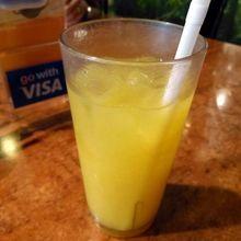 オレンジジュース SGD3.00−=¥210−