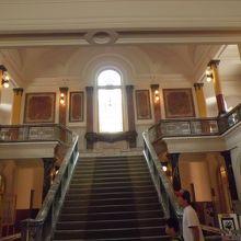 さまざまな撮影にも使われた正面階段
