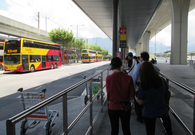 香港空港、A21のバス の乗り場