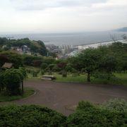 眼下に湾曲した小樽港