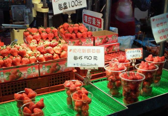 南国果実以外にも果物沢山、しかも安い。