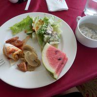 中華中心の朝食バイキング。味は・・・ギリ。。
