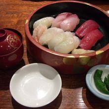 食堂でのお寿司