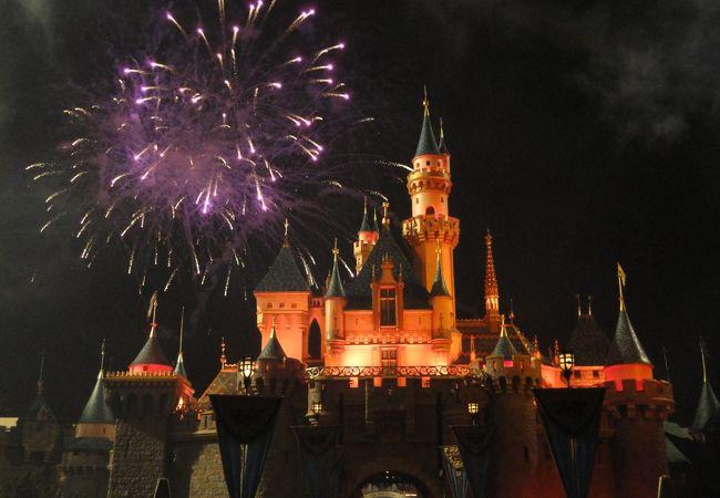 眠れる森の美女城から見る花火は感動!