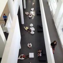 バルセロナ現代美術館 (MACBA)