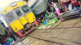 目の前を通る電車の迫力がすごい!ぜひアンパワーとセットで楽しんで。