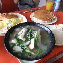 フィリピン料理「シニガン」さっぱり栄養たっぷり。3人で1人前