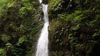 小さい滝ですが穴場です