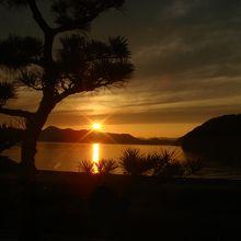 瀬戸内海に沈む夕日。これだけの絶景はなかなか見られません。