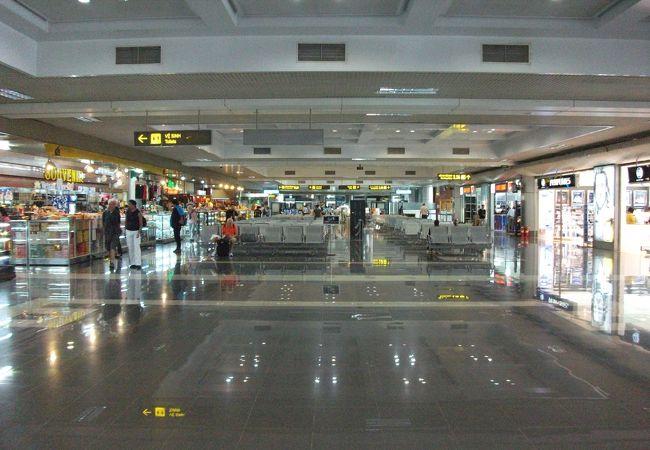 ノイバイ空港ターミナル