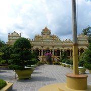 中国。フランス様式を取り入れた由緒ある寺